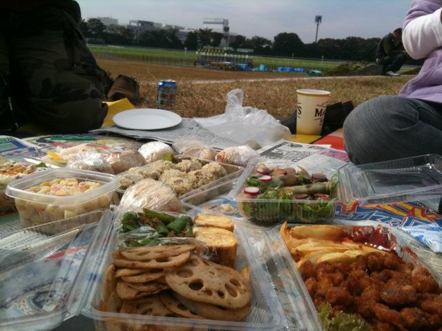 競馬場でピクニック